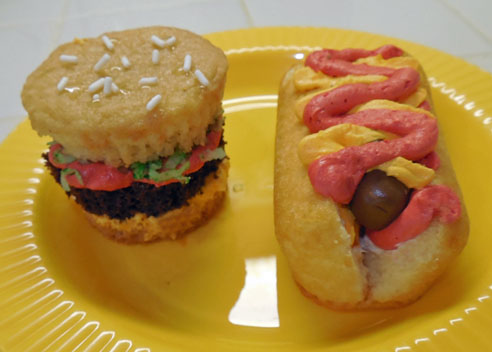 Hamburger & Hot Dog Cupcakes