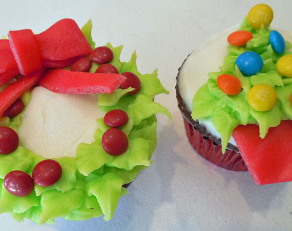 Simple Christmas Tree and Wreath Cupcakes