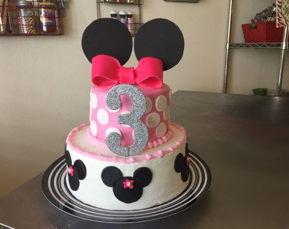 How to Make a Minnie Mouse Birthday Cake