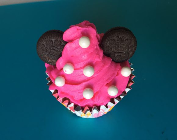 Minnie Cupcakes & Star Tip Piping Hack