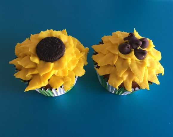 DIY Your Own Piping Flower Tip Sunflower Cupcakes
