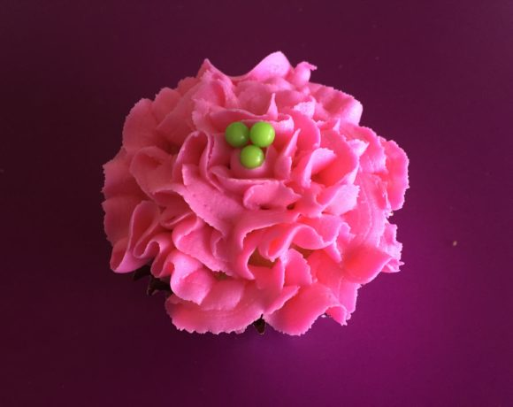 Ruffled Rose Cupcakes & Flower Piping Tip Hack