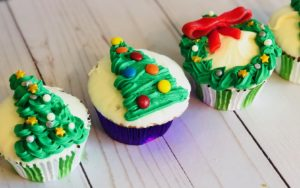 DIY Decorating Tip for Christmas Cupcakes