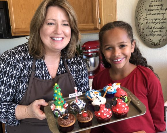 Decorating Christmas Cupcakes with Kids